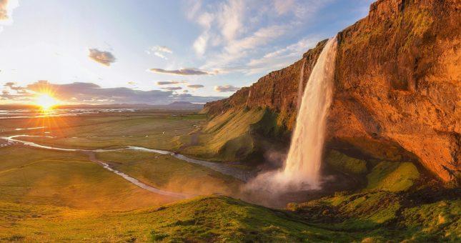 Cacada de Seljalandsfoss - Costa sur de Islandia