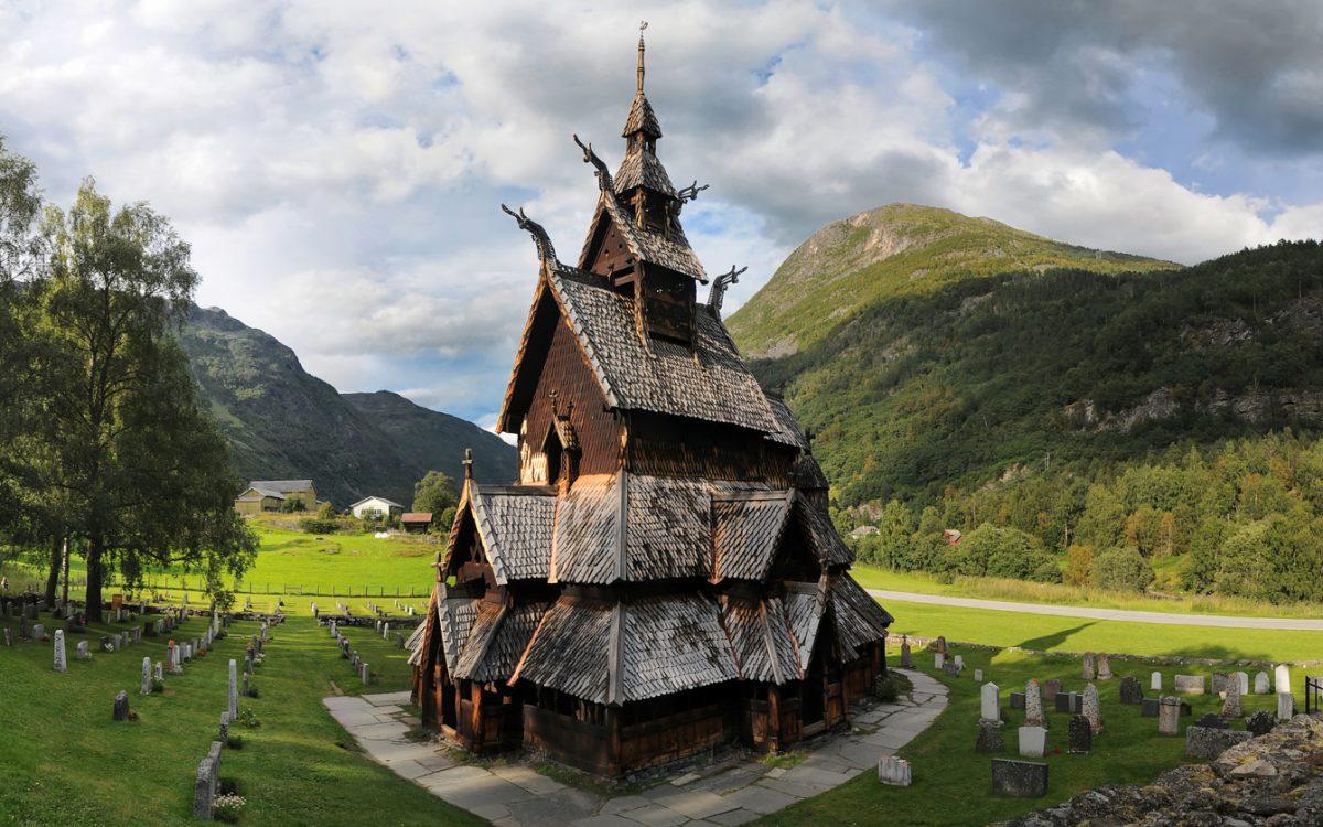 "Iglesia ""Stavkirke"" de Borgund, Noruega"