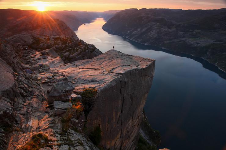 Preikestolen al amanecer, Noruega