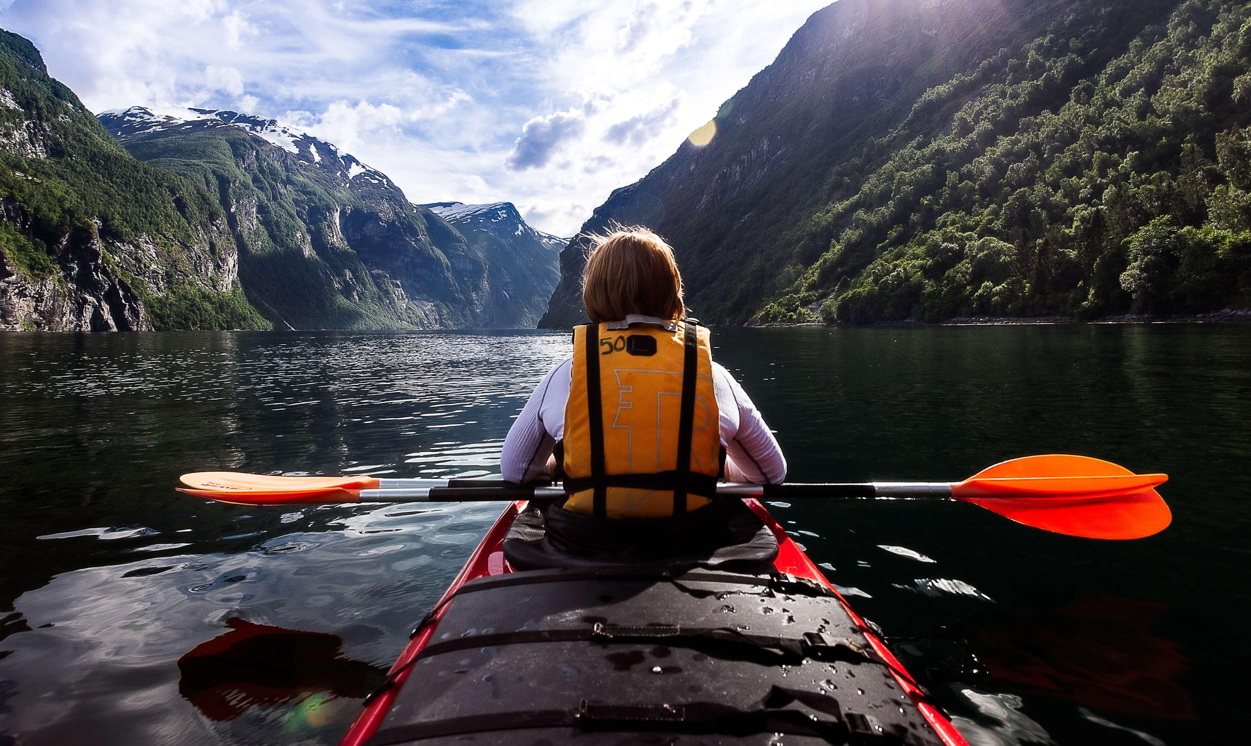 Kayak en los fiordos de Noruega