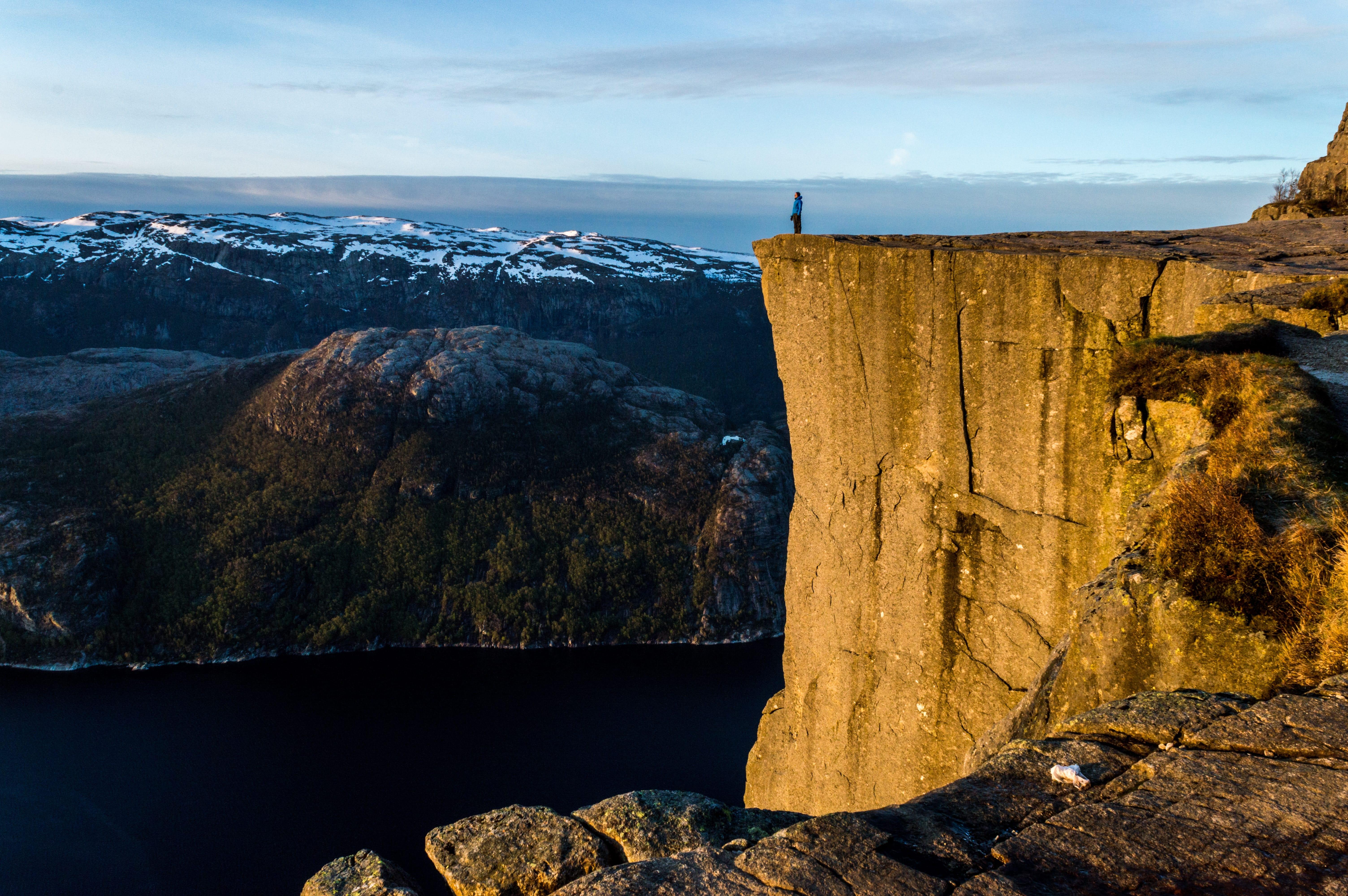 que ver en noruega preikestolen