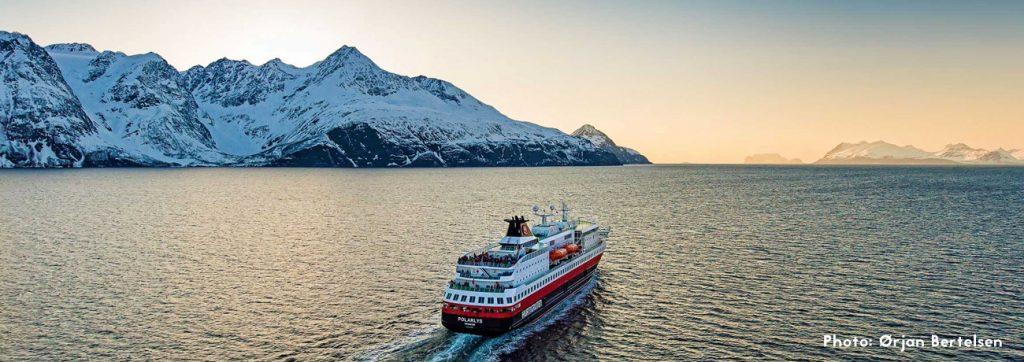 Crucero de auroras boreales en los fiordos