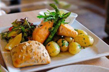 ¿Qué comer en Noruega? Plato de salmón