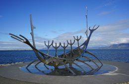Escultura El Viajero del Sol, en Reikiavik