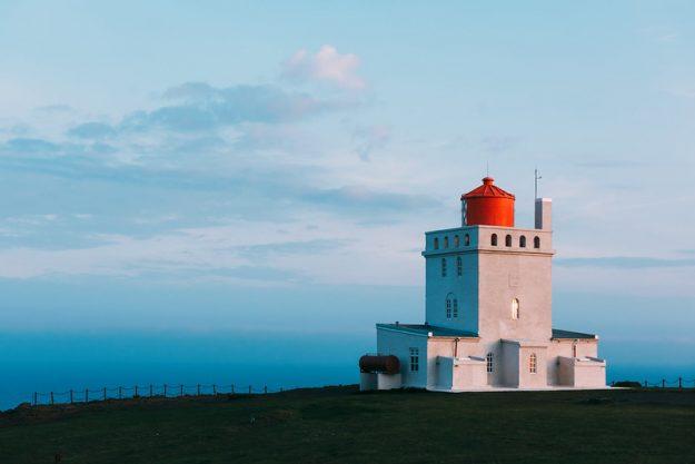 Faro acantilado de Dyrhólaey