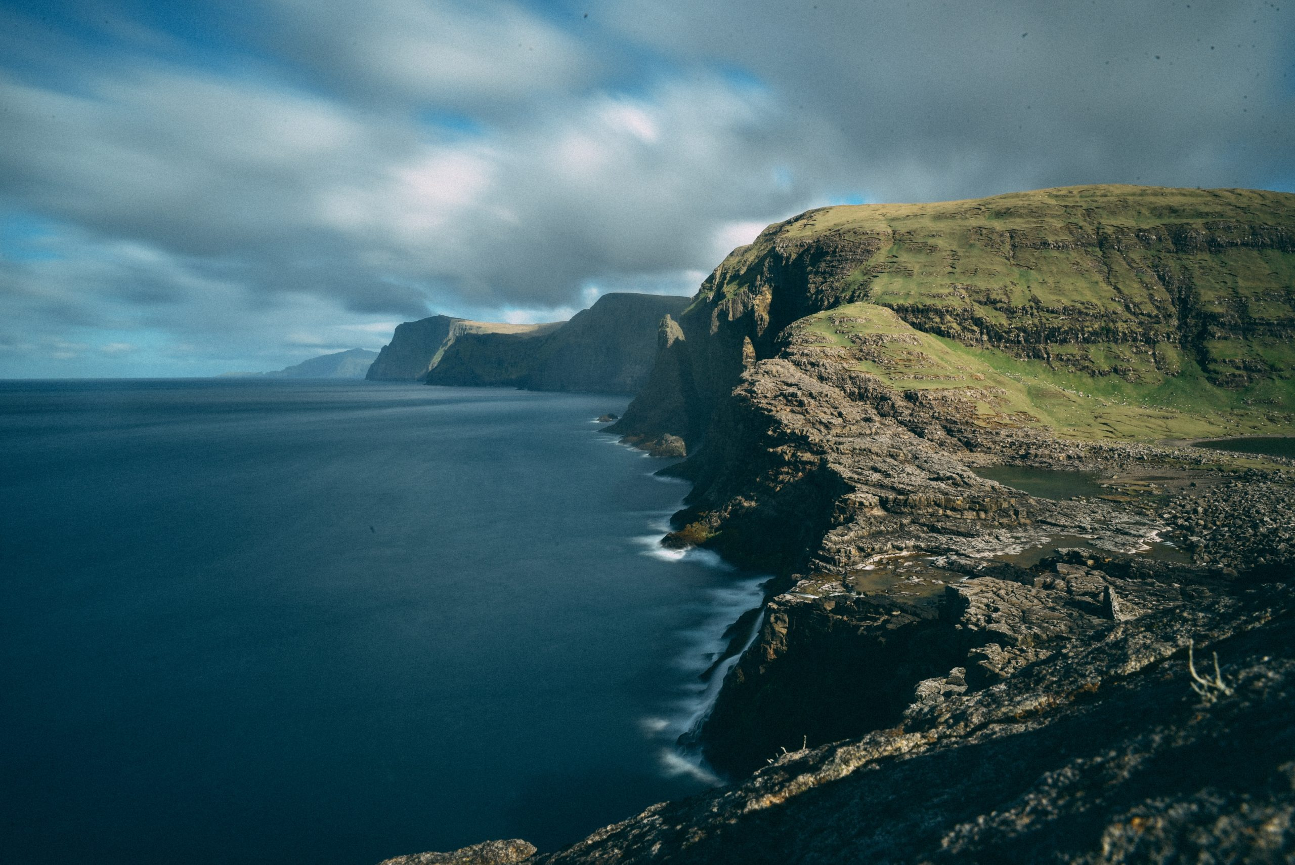 Acantilados en el viaje a las Islas Feroe