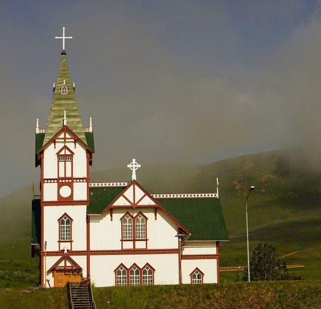 Iglesia de Húsavík en el norte de Islandia