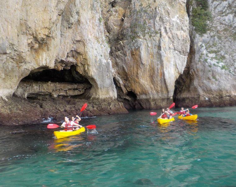 Kayak en el Cantábrico